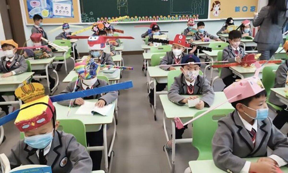 Rientro a scuola nella normalità per evitare danni psicologici a bambini e adolescenti